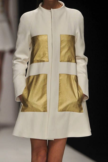 Sleeve, Collar, Textile, Outerwear, White, Fashion, Street fashion, Pattern, Beige, One-piece garment,