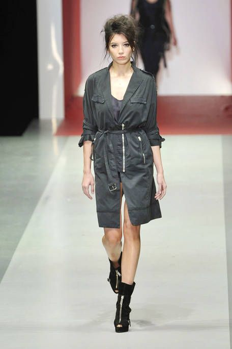 Clothing, Sleeve, Shoulder, Fashion show, Joint, Human leg, Fashion model, Dress, Style, Runway,