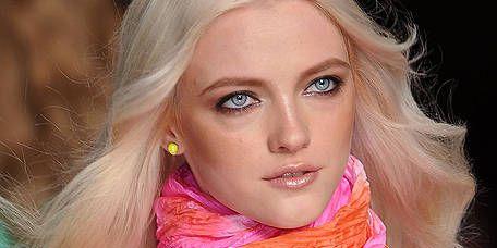 Lip, Hairstyle, Skin, Chin, Pink, Magenta, Style, Eyelash, Orange, Beauty,