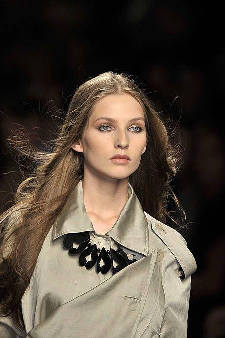 Lip, Hairstyle, Collar, Style, Fashion model, Eyelash, Street fashion, Beauty, Fashion, Long hair,