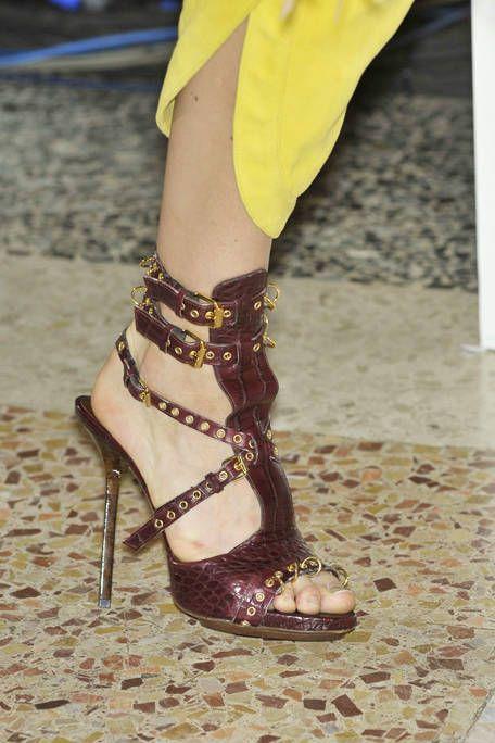Footwear, Human leg, Shoe, Joint, High heels, Sandal, Toe, Fashion accessory, Foot, Fashion,
