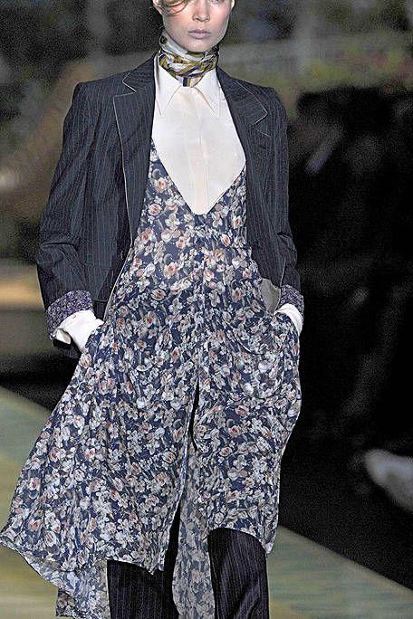 Clothing, Collar, Outerwear, Fashion show, Formal wear, Style, Coat, Fashion model, Blazer, Street fashion,