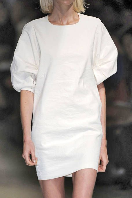 Skin, Sleeve, Shoulder, Joint, White, Elbow, Dress, Fashion, Neck, Thigh,