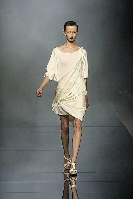Clothing, Human, Sleeve, Human body, Human leg, Shoulder, Joint, Fashion show, Standing, Style,