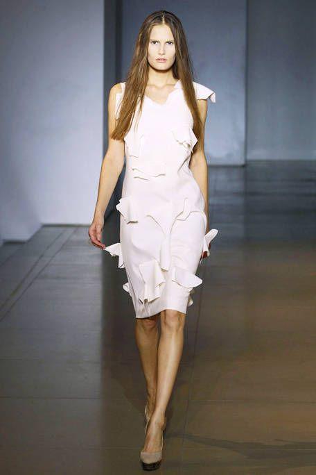 Fashion show, Human leg, Shoulder, Dress, Joint, Runway, High heels, One-piece garment, Style, Fashion model,