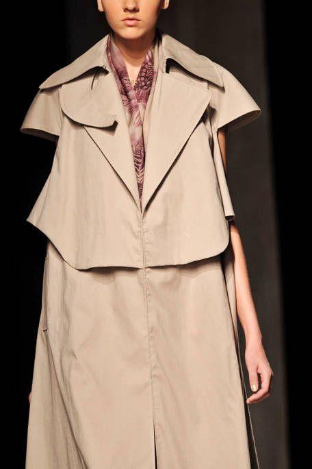 Collar, Sleeve, Standing, Formal wear, Fashion, Blazer, Beige, Costume design, Fashion model, Fashion design,