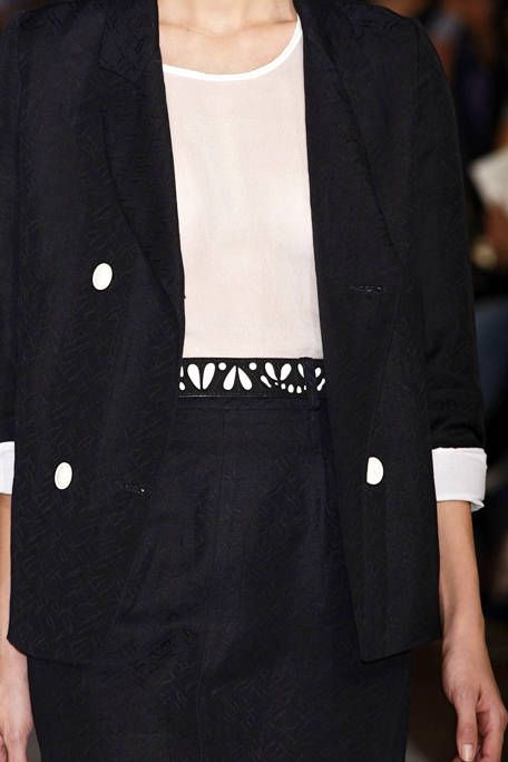 Clothing, Collar, Sleeve, Coat, Outerwear, Formal wear, Style, Blazer, Fashion, Button,