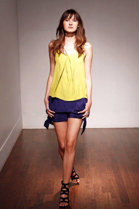 Brown, Human leg, Sleeve, Shoulder, Floor, Joint, Flooring, Waist, Style, Knee,