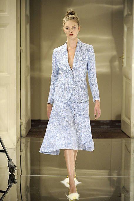 Product, Sleeve, Shoulder, Collar, Joint, Style, Formal wear, Street fashion, Blazer, Fashion,