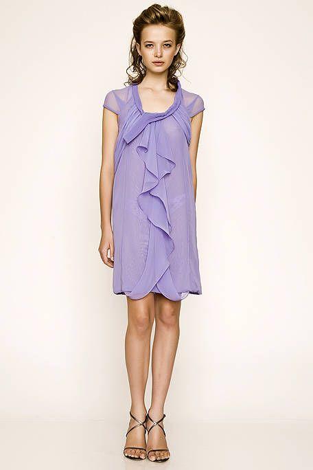 Leg, Sleeve, Human leg, Dress, Shoulder, Joint, One-piece garment, Style, Formal wear, Day dress,
