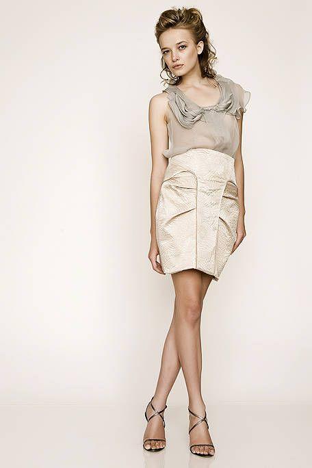 Clothing, Sleeve, Human leg, Shoulder, Joint, Dress, One-piece garment, Fashion model, Style, Waist,