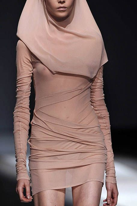 Skin, Sleeve, Shoulder, Joint, Fashion, Neck, Thigh, Fashion model, Waist, Trunk,