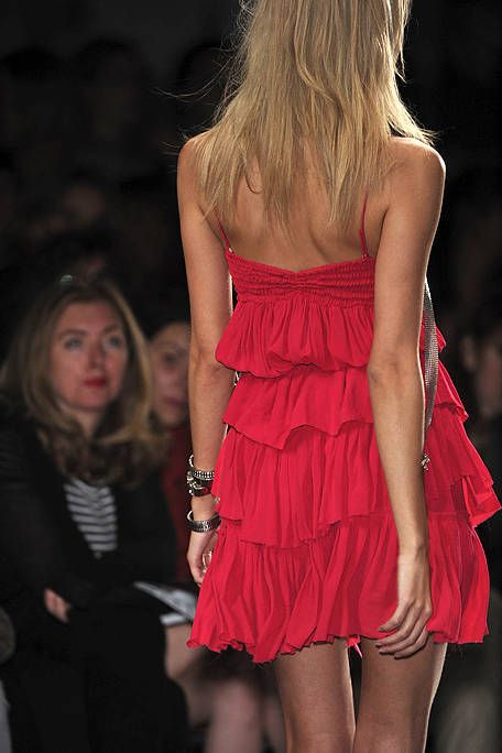 Hairstyle, Shoulder, Joint, Red, Dress, Cocktail dress, One-piece garment, Day dress, Waist, Fashion model,