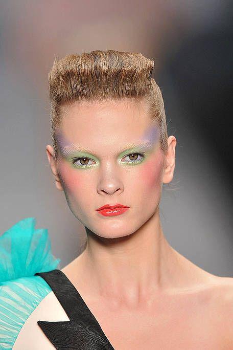 Ear, Lip, Hairstyle, Skin, Forehead, Eyebrow, Eyelash, Style, Organ, Fashion,
