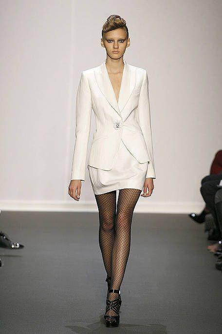 Sleeve, Fashion show, Shoulder, Human leg, Joint, Fashion model, Style, Knee, Runway, Fashion,
