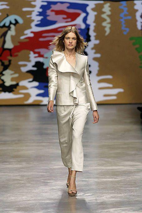 Fashion show, Joint, Outerwear, Runway, Style, Fashion model, Fashion, Waist, Model, Beige,
