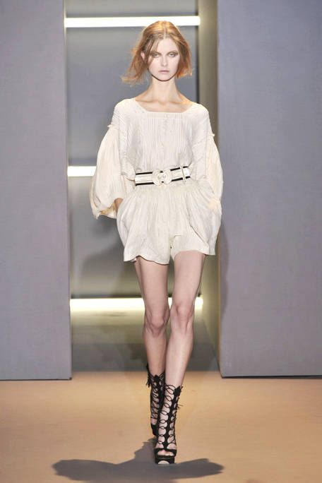 Leg, Sleeve, Human leg, Shoulder, Dress, Joint, Style, Knee, Fashion show, One-piece garment,