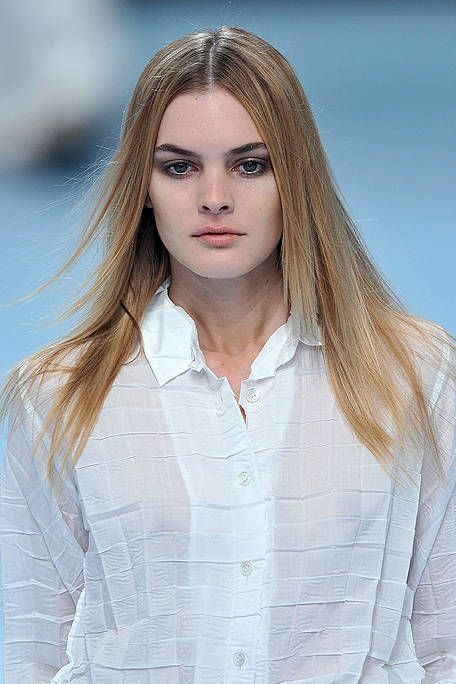 Lip, Hairstyle, Skin, Sleeve, Shoulder, Eyebrow, Eyelash, Iris, Collar, Organ,