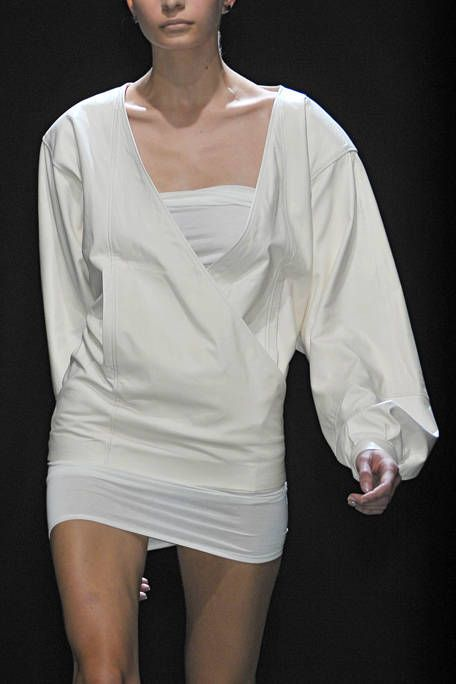 Sleeve, Shoulder, Joint, Elbow, White, Fashion, Neck, Thigh, Fashion model, Chest,