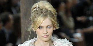 Hairstyle, Style, Fashion model, Headgear, Headpiece, Beauty, Fashion show, Hair accessory, Fashion, Street fashion,