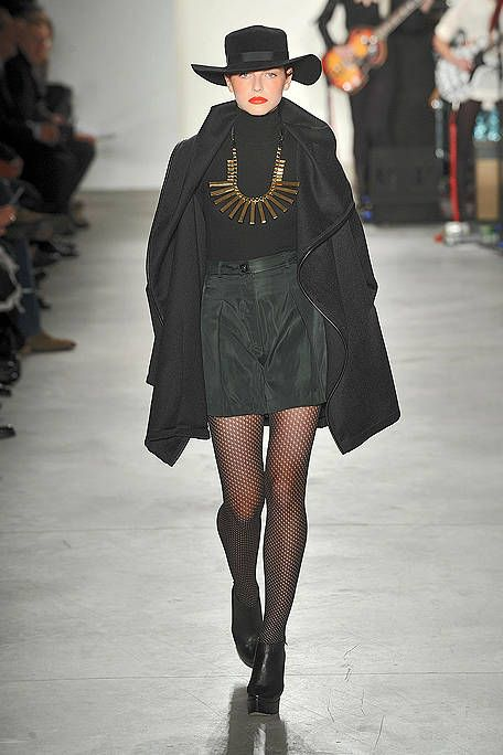 Hat, Fashion show, Outerwear, Style, Runway, Fashion model, Jewellery, Winter, Fashion, Street fashion,