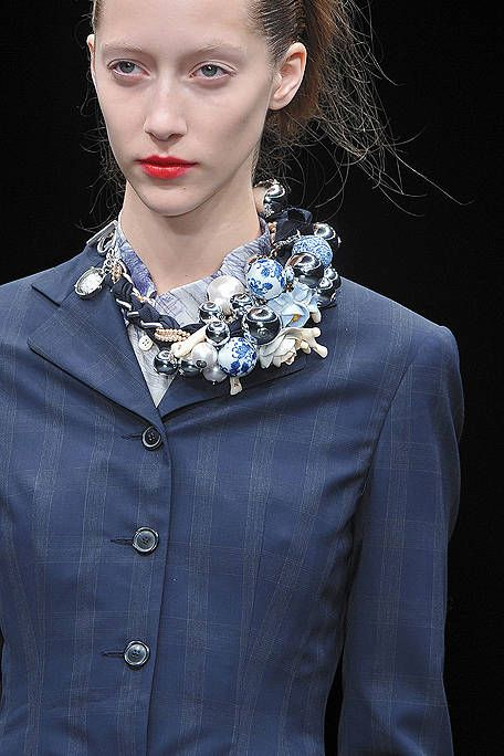 Clothing, Lip, Hairstyle, Collar, Sleeve, Textile, Formal wear, Style, Eyelash, Blazer,