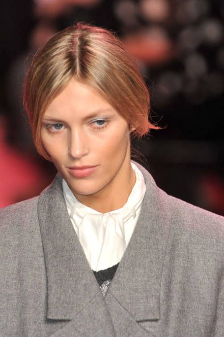 Lip, Cheek, Hairstyle, Collar, Chin, Forehead, Eyebrow, Outerwear, Style, Eyelash,