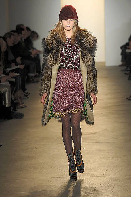 Clothing, Fashion show, Textile, Outerwear, Runway, Winter, Style, Fashion model, Street fashion, Fashion,