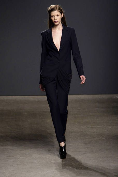 Clothing, Sleeve, Shoulder, Fashion show, Joint, Standing, Formal wear, Style, Collar, Fashion model,
