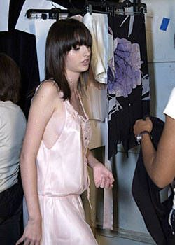 Vivienne Tam Spring 2004 Ready-to-Wear Backstage 0003