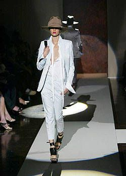 Gianfranco Ferre Spring 2004 Ready-to-Wear Collections 0001