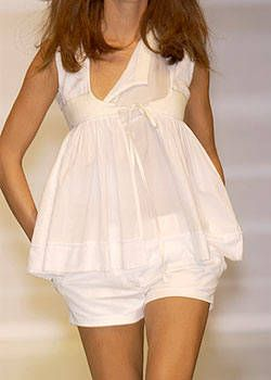 Byblos Spring 2004 Ready-to-Wear Detail 0001