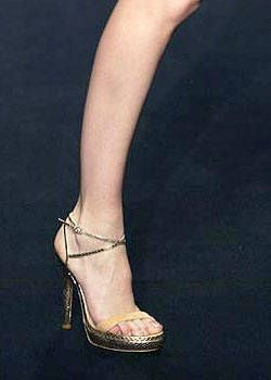 Alessandro Dell'Acqua Spring 2004 Ready-to-Wear Detail 0003