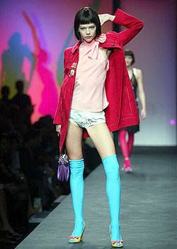 Moschino Spring 2004 Ready-to-Wear Collections 0001