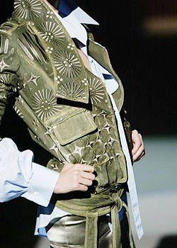 Gianfranco Ferre Spring 2004 Ready&#45&#x3B;to&#45&#x3B;Wear Detail 0001