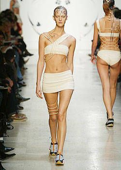 Issey Miyake Spring 2004 Ready-to-Wear Collections 0002