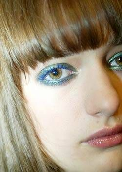 Chanel Spring 2004 Ready-to-Wear Backstage 0001