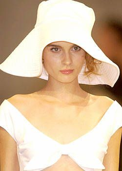 Luisa Beccaria Spring 2004 Ready-to-Wear Detail 0001