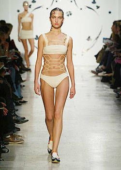Issey Miyake Spring 2004 Ready-to-Wear Collections 0001