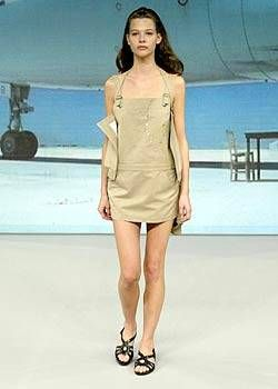 Hussein Chalayan Spring 2004 Ready&#45&#x3B;to&#45&#x3B;Wear Collections 0001