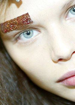 Y's Spring 2004 Ready-to-Wear Backstage 0001