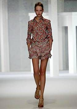 Cacharel Spring 2004 Ready-to-Wear Collections 0001