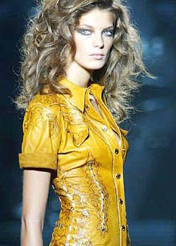 Roberto Cavalli Spring 2004 Ready-to-Wear Detail 0001