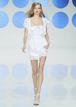 Valentino Spring 2004 Ready-to-Wear Collections 0001
