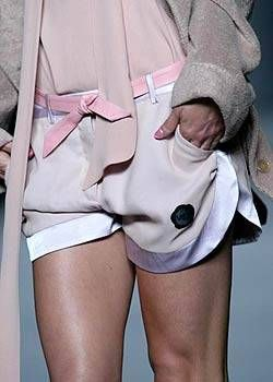 Product, Sleeve, Collar, Shoulder, Joint, White, Thigh, Fashion, Uniform, Cuff,