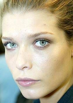 Louis Vuitton Spring 2004 Ready-to-Wear Backstage 0001