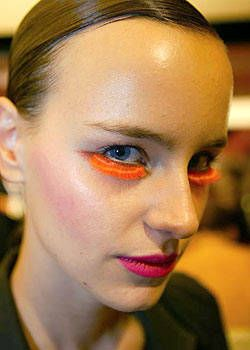 Gianfranco Ferre Spring 2004 Ready-to-Wear Backstage 0001