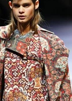 Yohji Yamamoto Fall 2004 Ready-to-Wear Detail 0001