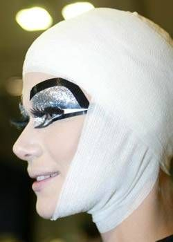 Christian Dior Spring 2004 Haute Couture Backstage 0001