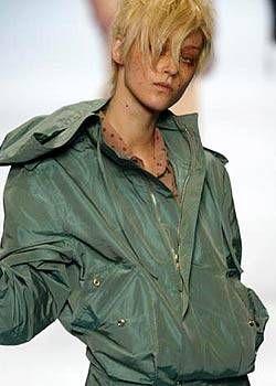 Jean Paul Gaultier Spring 2004 Ready-to-Wear Detail 0001